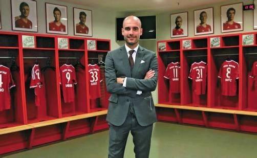 """Der neue Cheftrainer Josep """"Pep"""" Guardiola in der Bayern-Kabine. Foto: Reuters"""