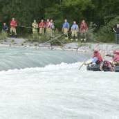 Fünf Kinder aus Fluss gerettet