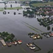Erste Flut-Opfer kehren in ihre Häuser zurück