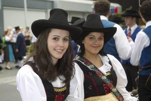 """Festumzug unter dem Motto """"anno dazumal"""": Auch die jüngeren Musikanten ließen sich den Spaß nicht entgehen. Fotos: VN/Paulitsch"""