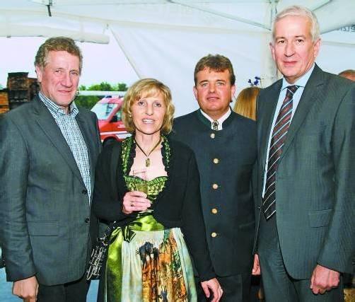 Gastgeberpaar Franz und Christine Welte mit Landesrat Erich Schwärzler (l.) und Bürgermeister Wilfried Berchtold (r.).  FOTOS: SIE
