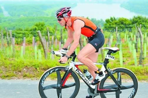 """Harald Steger hat in der Vorbereitung für den Extrem-Triathlon """"Swissman"""" 3000 Rad-, 2000 Lauf- und 180 Schwimmkilometer sowie 50.000 Höhenmeter absolviert. Foto: Privat"""