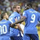 Brasilien und Italien weiter