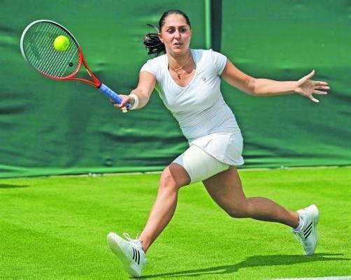 Nach der Erstrunden-Niederlage in Wimbledon gegen Alexandra Cadantu wird Tamira Paszek in der Weltrangliste von Platz 57 auf einen Rang um 110 abstürzen. Foto: apa