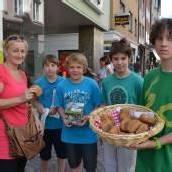 Brötchen für Caritas-Aktion verkauft