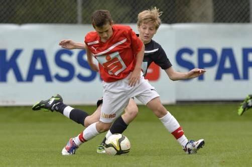 Sechs Tore erzielten die Kicker aus der Mehrerau (rotes Trikot) zum Abschluss. Fotos: Stiplovsek/2