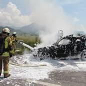 Auto brannte lichterloh – Fahrer (62) rettete sich ins Freie