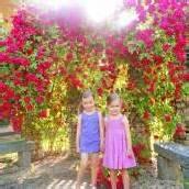 Lisa-Maria und Valentina im Rosenparadies