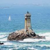 Leuchttürme ziehren Küste