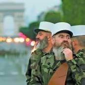 Fremdenlegionäre bringen sich in Paris in Stellung
