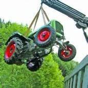 Mit Traktor umgekippt – Mann schwer verletzt