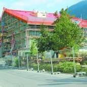 Hochbetrieb auf Baustelle beim Löwen Hotel