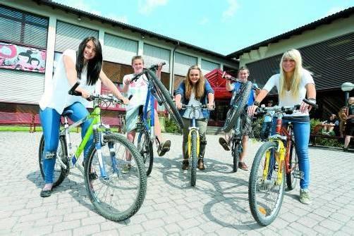 Die Schüler der Polytechnischen Schule Außermontafon haben den Radweg quasi vor der Haustür. Foto: VN/Hofmeister