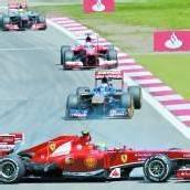 Webbers Auto verlor ein Rad, Strafe für Red Bull