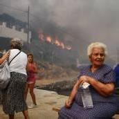 Heftige Waldbrände wüten auf Ferieninseln