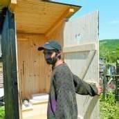 Toiletten für verarmte Roma-Familien gebaut