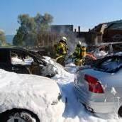 Durch die Hitze fingen sieben Autos Feuer
