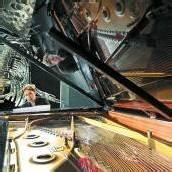 Starker Auftritt Musik unter dem Wal-Skelett /D5