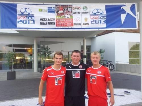 AKA-Sportchef Andreas Kopf mit Benjamin Kaufmann (l.) und Fabian Gmeiner. Foto: Privat