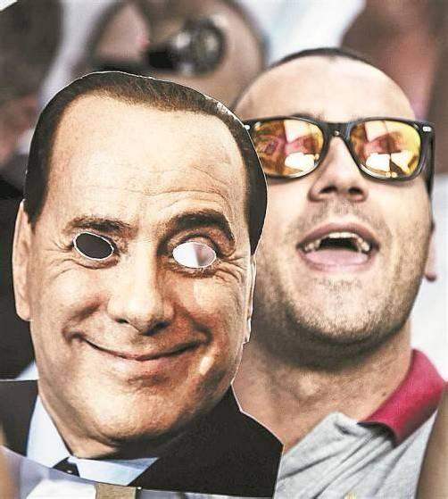 Berlusconi-Anhänger hoffen auf Gesetzesänderung. Foto: EPA
