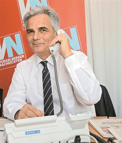 Bundeskanzler und SP-Spitzenkandidat Werner Faymann stand gestern der VN-Leserschaft Rede und Antwort. Fotos: VN/Gasser
