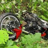 Motorradfahrer (61) prallte in Mauer und stürzte 70 Meter ab