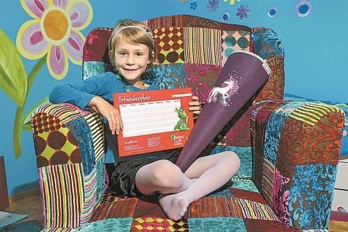 Der Stundenplan und die Schultüte stehen parat: Für Leonie kann der Schulalltag beginnen. Foto: VN/Steurer