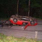 Biker von fliegendem Wagen getroffen