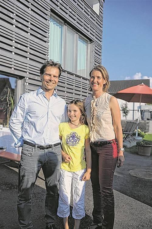 Designerin und Gastgeberin Marion Rhomberg mit Partner Andreas Kempter und Tochter Anna Luisa.