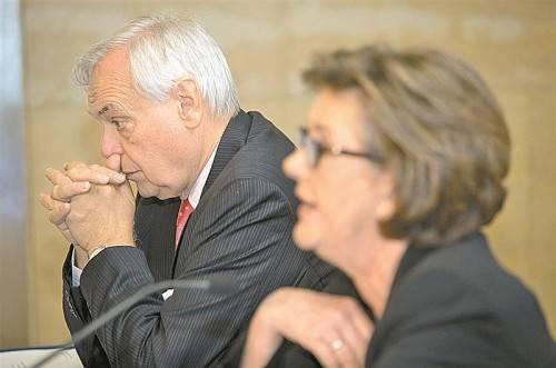Die Ära Alexander Pereira (im Bild mit Präsidentin Rabl-Stadler) geht 2014 schon wieder zu Ende. Sie war kurz und geräuschvoll. Foto: APA