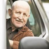 Auto fahren bis ins hohe Alter