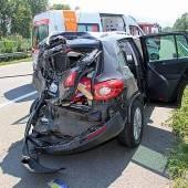 Lkw rammt Pkw: Drei Verletzte