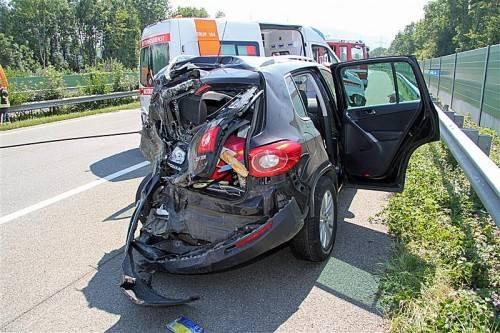 Drei Personen wurden in diesem Pkw verletzt. Foto: VOL/Pletsch