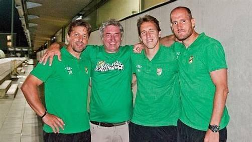 Grün-weiße Einheit vor dem Spiel: die Routiniers Christoph Stückler und Jürgen Patocka (r.) mit Trainer Helgi Kolvidsson (l.) und Gerhard Amann.