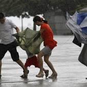 Taifun Utor legt Provinz im Süden Chinas lahm