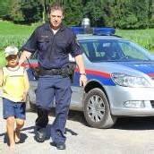 Bub von Felsen gerettet Polizisten eilten Leon (7) zu Hilfe /b1