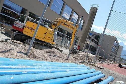 Laufen seit Anfang Juli auf Hochtouren: umfassende Sanierungsarbeiten bei der Musik-Mittelschule in Thüringen. Foto: schwald