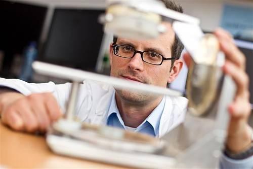Medizinphysiker arbeiten vor allem in der Strahlentherapie und sind dort ein wichtiger Teil des Teams. Foto: vnHartinger