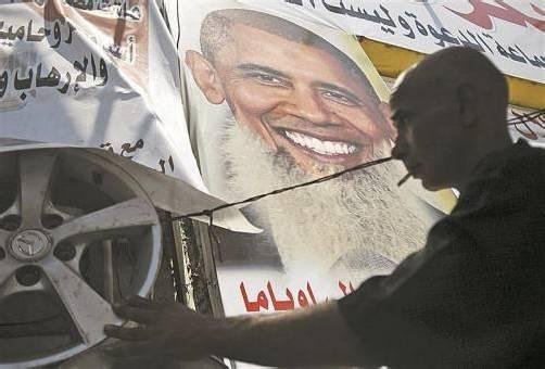 Obama darf Islamisten nicht unterstützen, so ein Mursi-Gegner, der in seinem Shop Poster verkauft. Foto: RTS