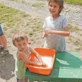 Ein Sozialzentrum mit Waschstation