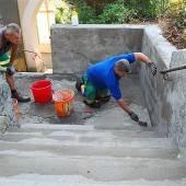 Bauhof-Team in Rankweil saniert Friedhofsstiege