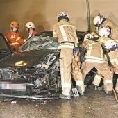 Unfall im Achraintunnel – Feuerwehrmänner befreiten Autofahrerin