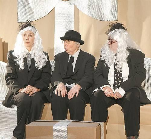 """""""Die Sprache der Enkel"""" des jungen Vorarlberger Autors Max Lang wurde gestern Abend in Bregenz uraufgeführt. Foto: Theater Kosmos"""