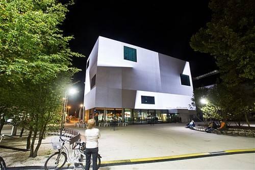 """""""Light Art Project"""" von Peter Kogler zeigt, was LED kann. Heute und morgen am Vorarlberg Museum. Foto: VN/PS"""