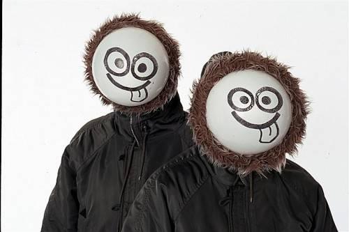 """""""Men in Coats"""" aus England mit einer rasanten Show, die kaum Zeit zum Luftholen lässt. foto: veranstalter"""