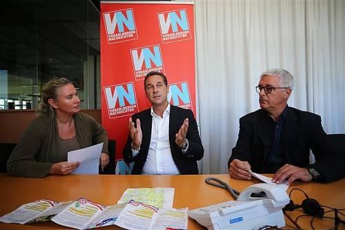 """""""Politiker oft am Gängelband der Konzerne"""": FPÖ-Parteichef Heinz-Christian Strache im Gespräch mit VN-Redakteuren. Foto: VN/Hartinger"""