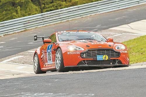 """""""Tausendsassa"""" Egon Allgäuer siegte im Aston Martin auf der Nürburgring-Nordschleife. FOTO: MARTIN MEINERS"""