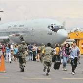 Tausende Touristen aus Acapulco ausgeflogen
