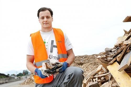 Alexander Paul beeindruckt, wie man Müll wirtschaftlich und ökologisch nutzen kann. Foto: Eva Rauch