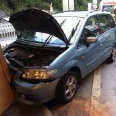 Mit Auto gegen Tunnelwand gekracht